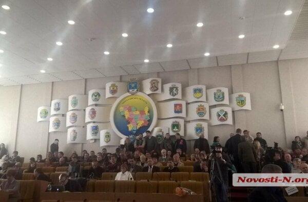 Скандал на сессии Николаевского облсовета: правоохранители не хотели пускать в зал активистов (ВИДЕО)   Корабелов.ИНФО