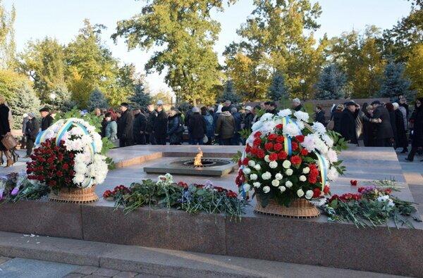 «Мы обязаны уважать свое прошлое». Николаевцы отметили 72-ю годовщину освобождения Украины | Корабелов.ИНФО image 1