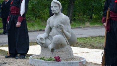В Николаеве появился памятник украинскому казаку Мамаю и 10 деревьев в честь погибших бойцов | Корабелов.ИНФО