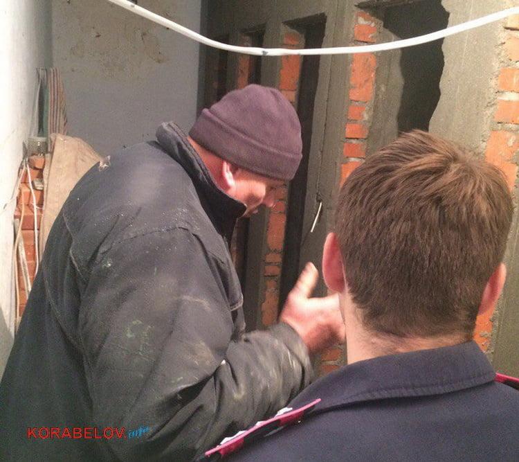 строитель Игорь и сотрудник полиции