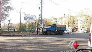 На пр.Богоявленском грузовик врезался в столб | Корабелов.ИНФО