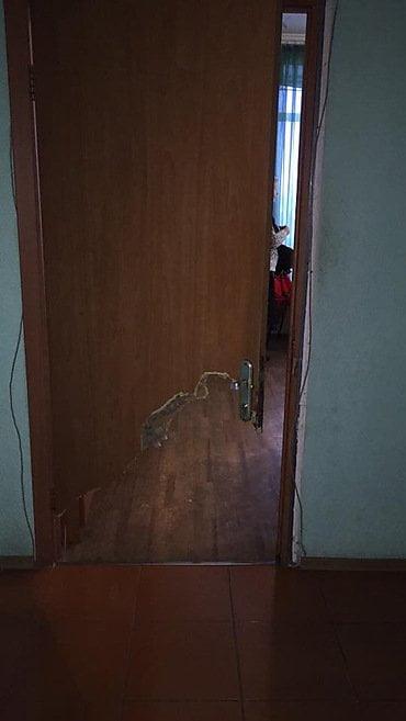 Врачам Николаевской БСМП пришлось сломать дверь, чтоб снять с парапета пятого этажа пациентку «под наркотиками» | Корабелов.ИНФО image 3