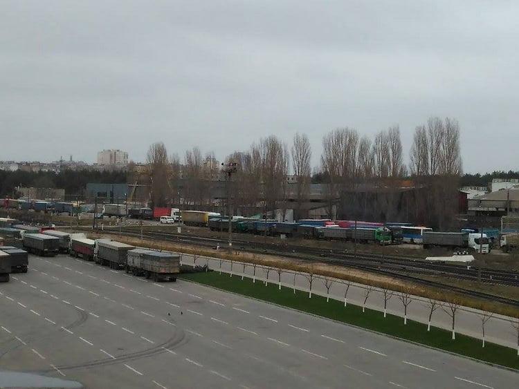 грузовики на ул.Айвазовского