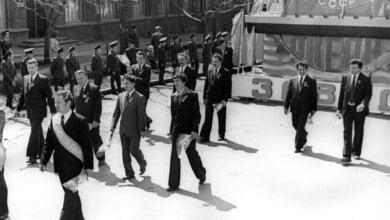 Рабочих из Корабельного возили на демонстрации в город на поезде, а затем на 100 автобусах (архивные ФОТО) | Корабелов.ИНФО image 16