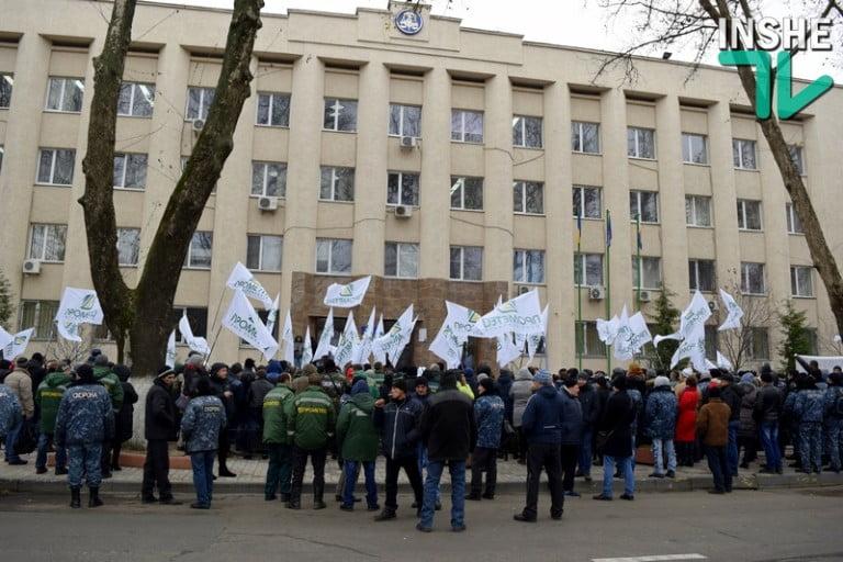 Photo of В Николаеве сотрудники зернотрейдера «Прометей» вышли пикетировать управление областной налоговой