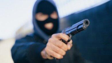 В Николаеве совершено разбойное нападение на валютчика: случайно ранен ребенок | Корабелов.ИНФО
