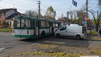 В Николаеве микроавтобус не пропустил троллейбус: пострадали пассажиры | Корабелов.ИНФО image 1