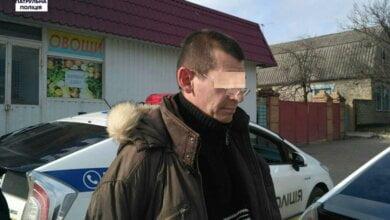 В Корабельному районі наркоман від поліцейських намагався сховатися під авто, а потім - втекти | Корабелов.ИНФО