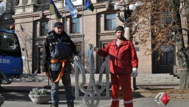 В Николаеве демонтировали советскую звезду со здания горсовета: на ее месте появился трезуб (Видео) | Корабелов.ИНФО image 1