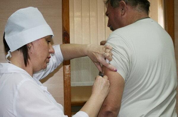 На НГЗ начали делать прививки из Великобритании | Корабелов.ИНФО image 1