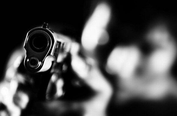 Драка со стрельбой. Ночью в Николаеве двое пьяных дебоширов пытались кулаками воспитать прохожего   Корабелов.ИНФО
