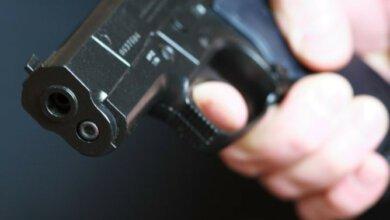«Достал пистолет, чтобы пригрозить им: они были пьяные и неадекватные», - участник конфликта среди гаражей в Корабельном   Корабелов.ИНФО