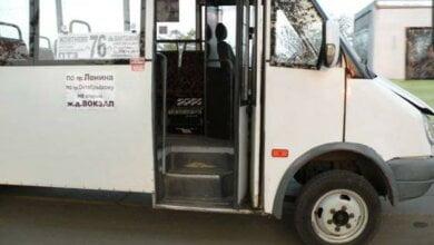 """В Николаеве водитель """"маршрутки"""" № 76 выгнал 13-летнюю школьницу, решив, что маникюр не дает права ездить по льготе   Корабелов.ИНФО"""