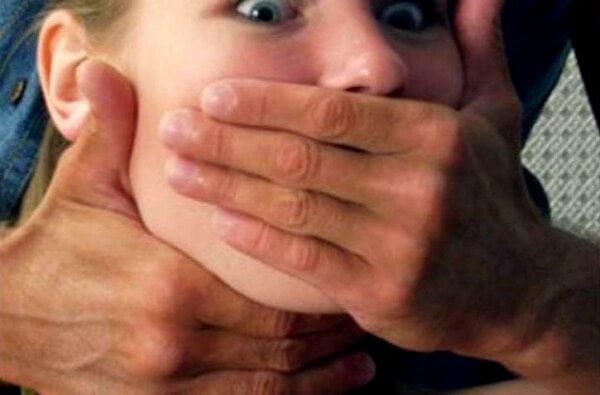 В Витовском районе скрывающийся от наказания вор изнасиловал молодую женщину | Корабелов.ИНФО