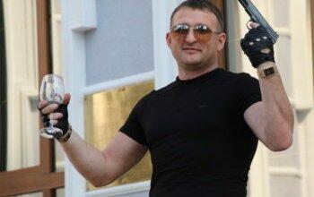 Photo of «Я везде на хорошем счету. И вообще имел право стрелять». Последнее слово Виталия Романюка, изранившего 2-х парней (ВИДЕО)