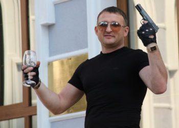 """Скандальный стрелок-предприниматель из Корабельного """"отсудил"""" у полиции более 230 тысяч долларов наличными   Корабелов.ИНФО image 1"""