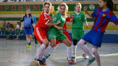 В Корабельном районе девчонки сыграли в футбол   Корабелов.ИНФО