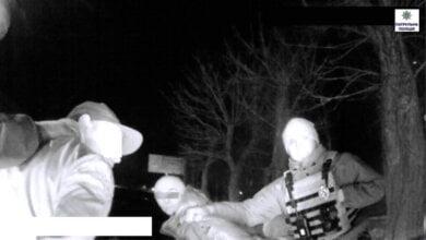 На пр.Богоявленському патрульні затримали водія й пасажира «BMW» з наркотиками. На обох прийшлося одягнути кайданки | Корабелов.ИНФО image 2