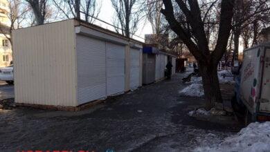 В незаконных будках по пр.Богоявленскому, подлежащих демонтажу, идет торговля   Корабелов.ИНФО image 1