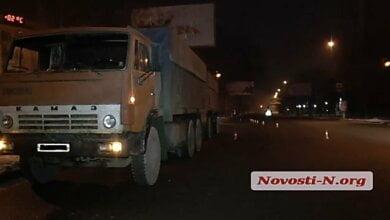 Видео ДТП на проспекте Богоявленском. Hyundai сбивает пешехода, затем его переезжает КамАЗ   Корабелов.ИНФО