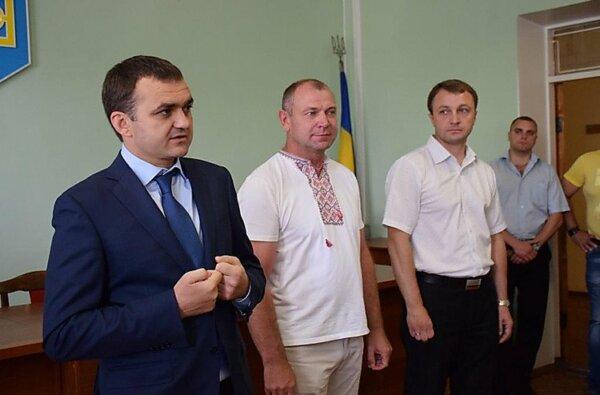Мериков, Креминь, Бриченко получили от своего однопартийца Авакова по пистолету «Форт» | Корабелов.ИНФО