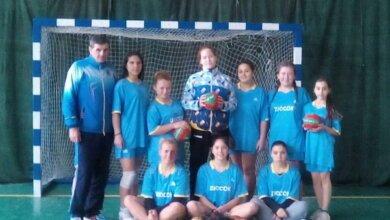 Photo of На Всеукраинском турнире по гандболу николаевские девушки из Корабельного района заняли почетное третье место