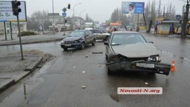 """На проспекте Богоявленском столкнулись автомобили """"Daewoo"""" и """"Nissan"""", пострадала женщина   Корабелов.ИНФО image 2"""