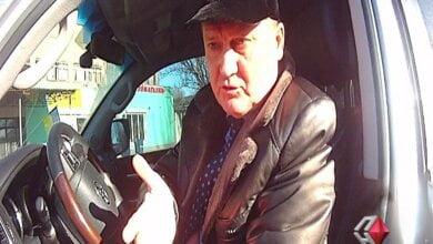 Photo of «Тысячу гривен даю, и отпустите меня», — пьяный николаевский депутат от «Батьківщини» — патрульным (видео)
