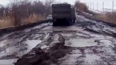 По «убитой» дороге «Николаев-Днепр» автомобили едут со скоростью 5 км/час: «Гройсману привет» (видео) | Корабелов.ИНФО