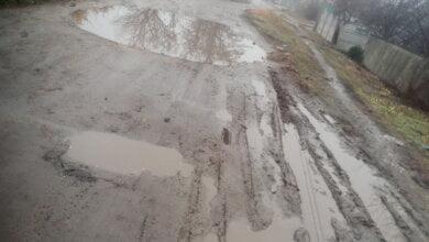 грязь и лужи на дороге в Корабельном районе