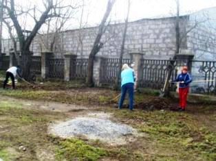 Біля палацу культури «Корабельний» провели суботник   Корабелов.ИНФО image 2