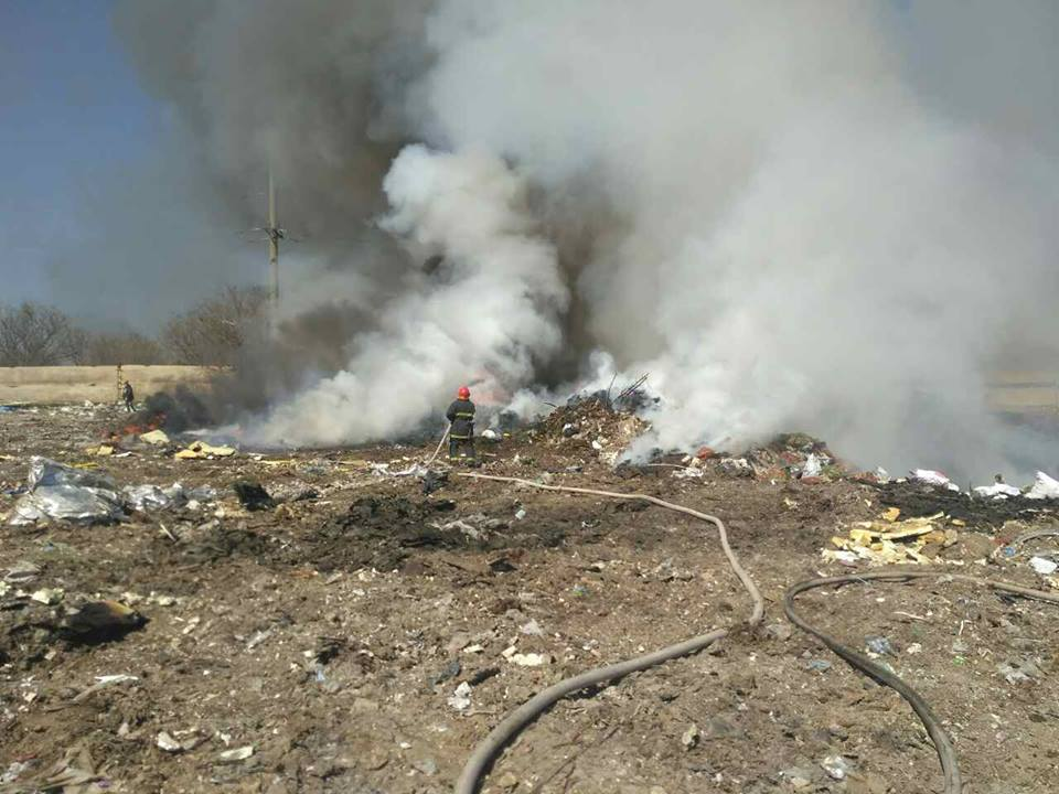 У Вітовському районі горить незаконне сміттєзвалище | Корабелов.ИНФО image 3