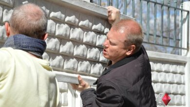 Жители дома разобрали забор, незаконно установленный членом «команды Сенкевича»   Корабелов.ИНФО