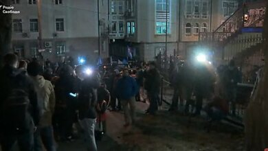 «Автомайдан» заблокировал выезд из здания суда и требует меры пресечения для Насирова   Корабелов.ИНФО