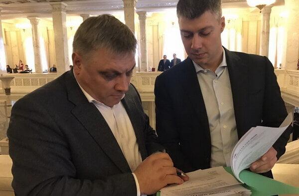 В ответ на жалобы николаевцев нардепы Ильюк и Подберезняк разбираются с резким ростом тарифа за обслуживание лифтов   Корабелов.ИНФО