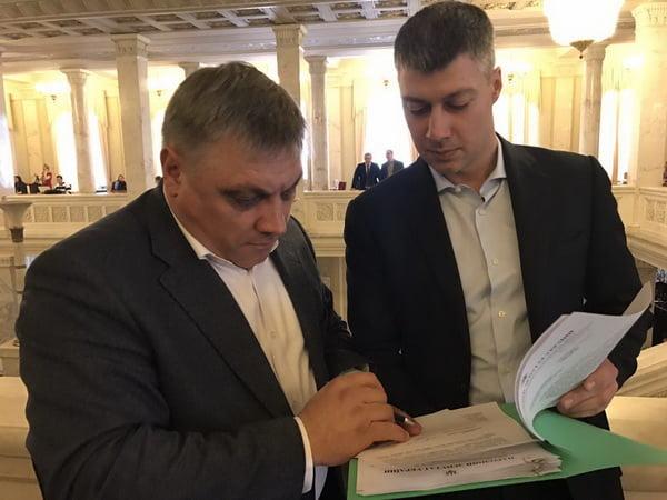 Photo of В ответ на жалобы николаевцев нардепы Ильюк и Подберезняк разбираются с резким ростом тарифа за обслуживание лифтов