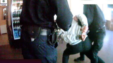 """""""Развлечения"""" в Корабельном районе: пьяный мужчина угрожал девушке в баре, после чего оказался в отделе полиции   Корабелов.ИНФО"""