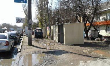 С двух сторон от ряда незаконных будок на проспекте Богоявленском ночью опять прибавились новые | Корабелов.ИНФО image 2