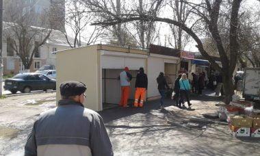 С двух сторон от ряда незаконных будок на проспекте Богоявленском ночью опять прибавились новые | Корабелов.ИНФО image 3