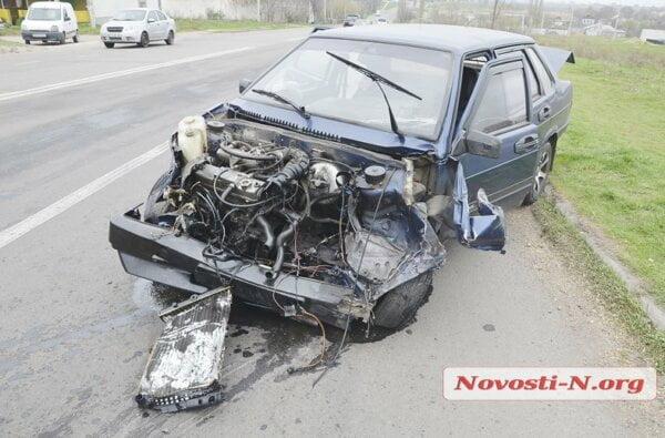 """В Корабельном районе в """"КамАЗ"""" врезались «Жигули» - сильно пострадал пассажир   Корабелов.ИНФО image 1"""