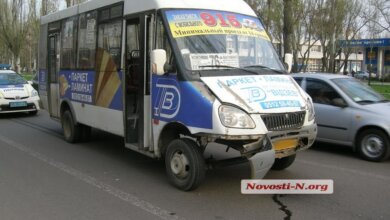 Микроавтобус маршрута №76 врезался в «Шкоду» | Корабелов.ИНФО