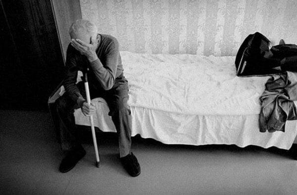 На Николаевщине пьяный дедушка упал вместе с внучкой на руках, придавив ее собственным телом. Ребенок не выжил | Корабелов.ИНФО