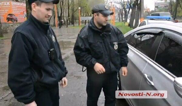 На пр.Богоявленском пьяный водитель пытался убежать от полицейских, а затем заперся в автомобиле   Корабелов.ИНФО