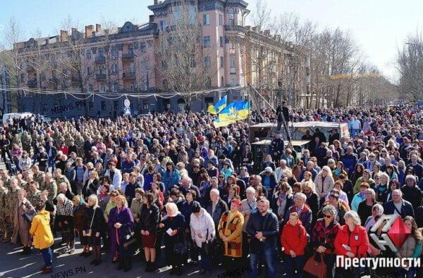 Жители Николаева на Соборной площади помолились за мир в Украине и победу над агрессором | Корабелов.ИНФО image 1