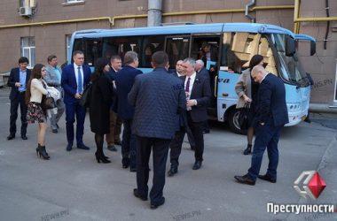 Мэр-экскурсовод: Сенкевич покатал чиновников по проблемным местам города   Корабелов.ИНФО image 1