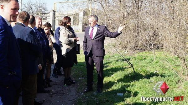 Мэр-экскурсовод: Сенкевич покатал чиновников по проблемным местам города   Корабелов.ИНФО image 2