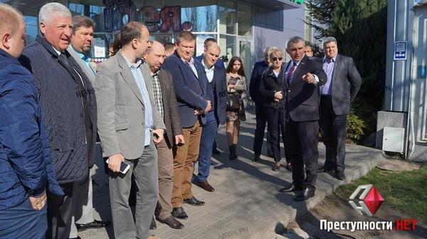 Мэр-экскурсовод: Сенкевич покатал чиновников по проблемным местам города   Корабелов.ИНФО image 3