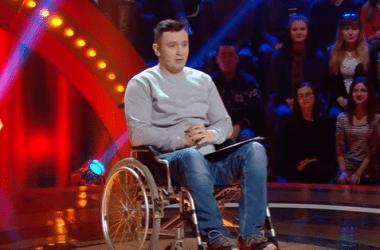 Шутки о николаевской больнице принесли мужчине в инвалидном кресле победу в «Рассмеши комика» | Корабелов.ИНФО