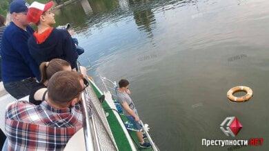 «По приколу»: в Николаеве во время прогулки на катере выпивший мужчина выпрыгнул за борт | Корабелов.ИНФО