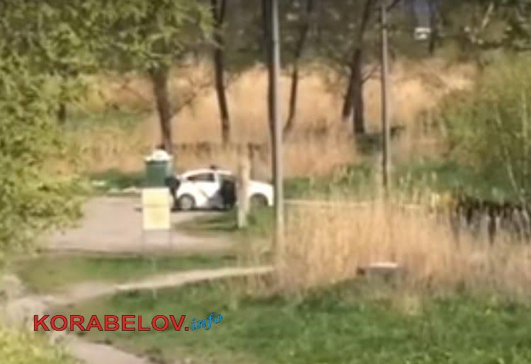 Photo of Полицейские устроили мойку машин у родника в парке «Богоявленский»